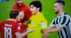 Incredibile Pjanic: spinge l'arbitro, a Ronaldo 5 giornate, al bianconero nemmeno ammonizione [VIDEO]