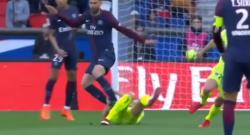 """VIDEO - Rosso diretto per Thiago Motta: il brasiliano """"passeggia"""" su un avversario"""