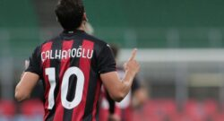 """Calhanoglu-Milan, il rinnovo si complica: via gratis? L'Inter c'è. """"Possibile già a gennaio se…"""""""